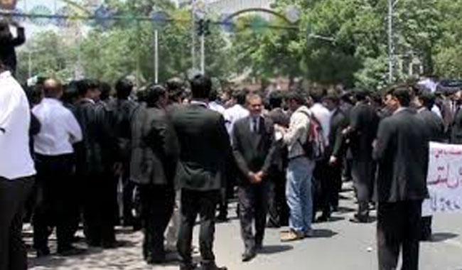 Lawyers block road in Peshawar