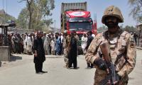 Pakistan moves heavy artillery to Afghan border