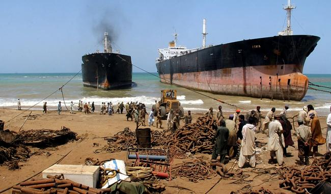 Working conditions at Gadani ship-breaking yard 'still bad'