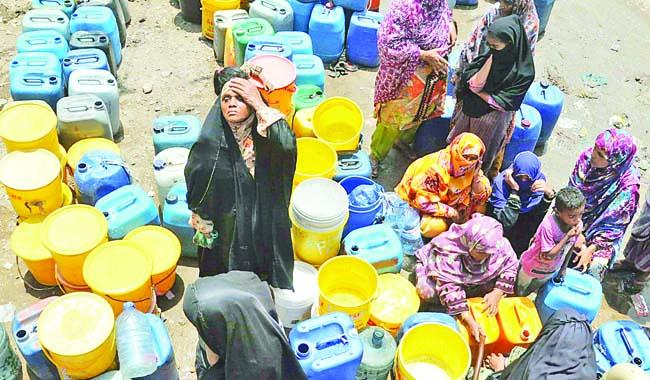Piped water system has become dysfunctional in most towns of Sindh, says report