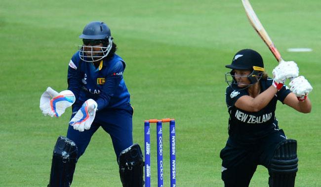 Huddleston, Bates star in crushing NZ win