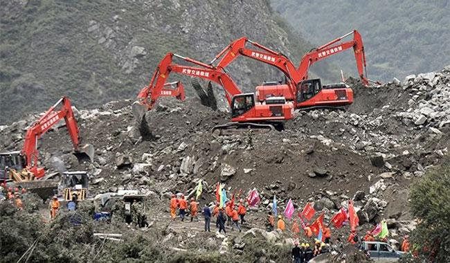 Hopes dim for scores buried by China landslide