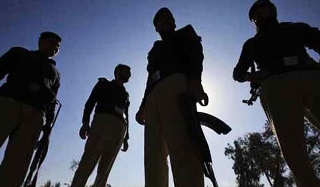 One traffic policeman martyred, another injured in Karachi attack