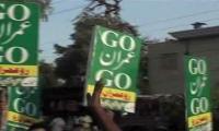 Dengue victims raise 'Go Imran Go' slogans in Peshawar