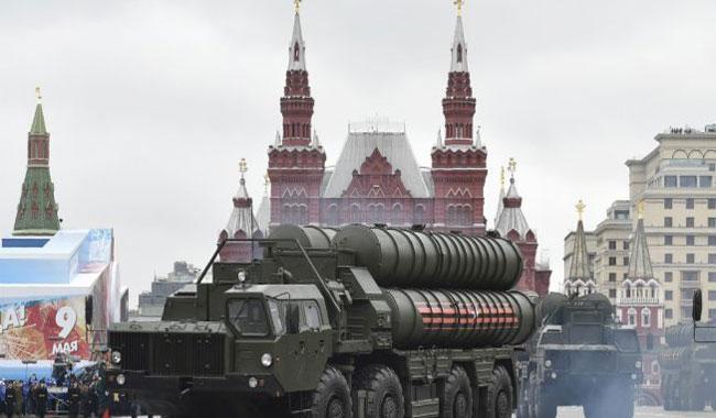 Turkey signs landmark Russian weapons deal