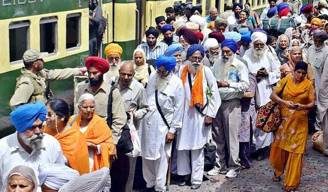 2,600 Sikh Yatrees arrive in Lahore