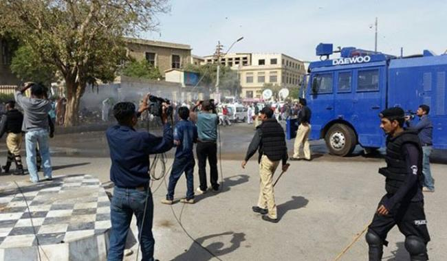 Sindh government pays teachers protesting for salaries with violence