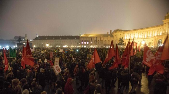 Thousands protest against Austrian government's shift to the right