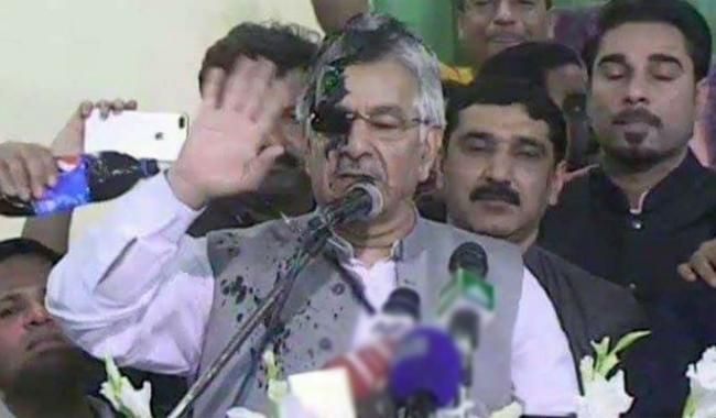 Ink thrown at Khawaja Asif during speech in Sialkot