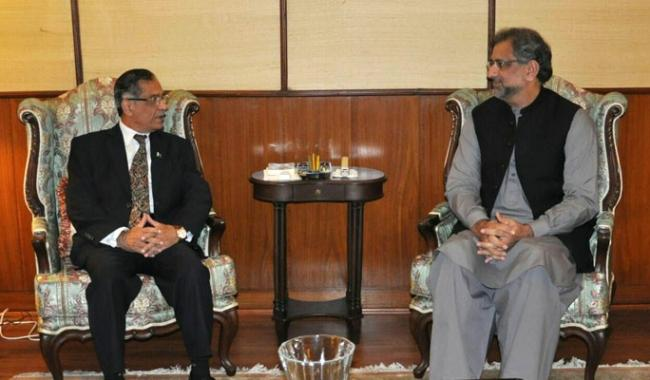 PM Abbasi calls on CJP Nisar in rare one-on-one rendezvous