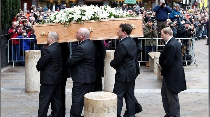 Eddie Redmayne Pays Tribute To Stephen Hawking At His Funeral