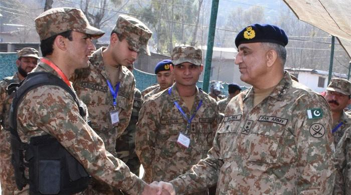 Gen Bajwa spends Eid with troops at LoC