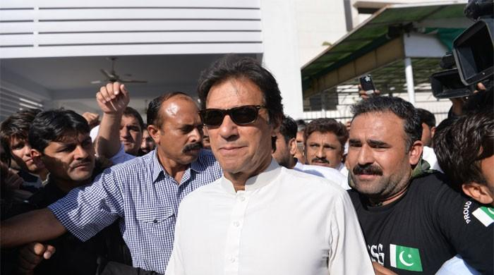 Award of tickets: Police baton charge PTI protesters at Banigala