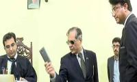 Video: CJP throws additional judge's cellphone at Larkana court