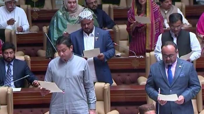 160 new lawmakers take oath in Sindh Assembly