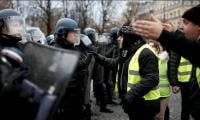 Macron hikes minimum wage to appease 'yellow vest' protesters