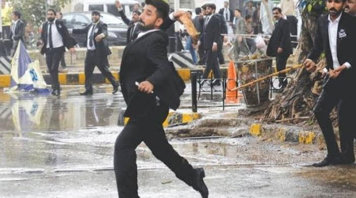 Hundreds attack, ransack PIC: Lawyers lynch law, humanity in Lahore