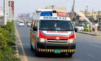 Three killed, 15 injured as dust storm wreaks havoc in Karachi