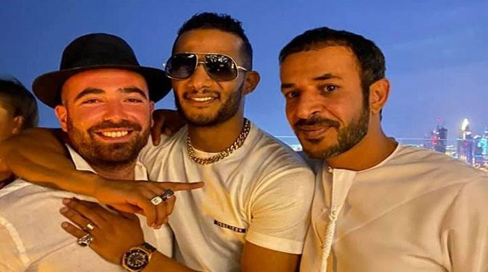 Egyptian actors in hot water after taking selfies with Israelis