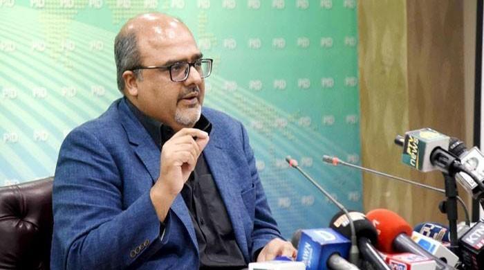 Shahzad Akbar sends legal notice to Marriyum