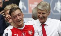 Wenger lauds 'genius' of Fenerbahce-bound Ozil