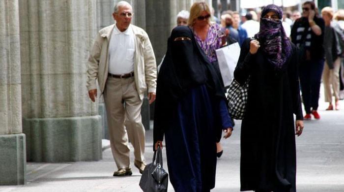 Switzerland favors 'burqa ban'