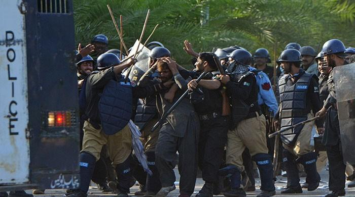 Police, protesters clashes paralyse Red Zone