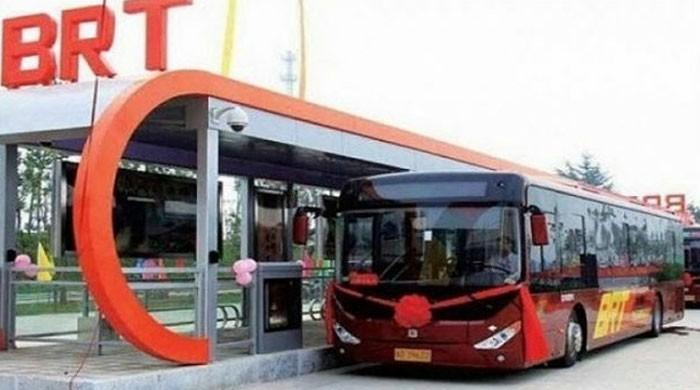 Incomplete demands: University employees protest and threaten to disrupt BRT service