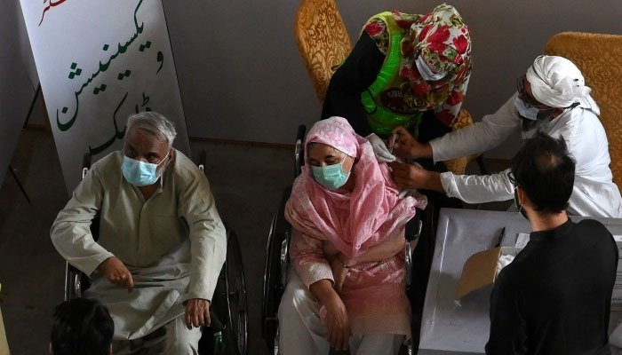 Pakistan targets corona vaccination for 70m people by year ...