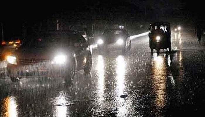 Moderate rainfall turns parts of Karachi into cesspools