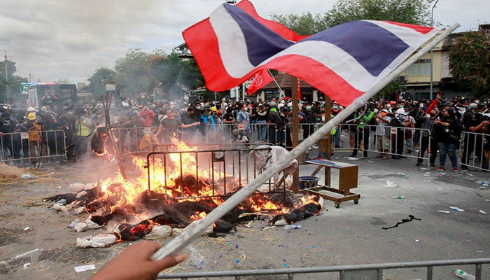 Police fire rubber bullets, tear gas at Thai protesters