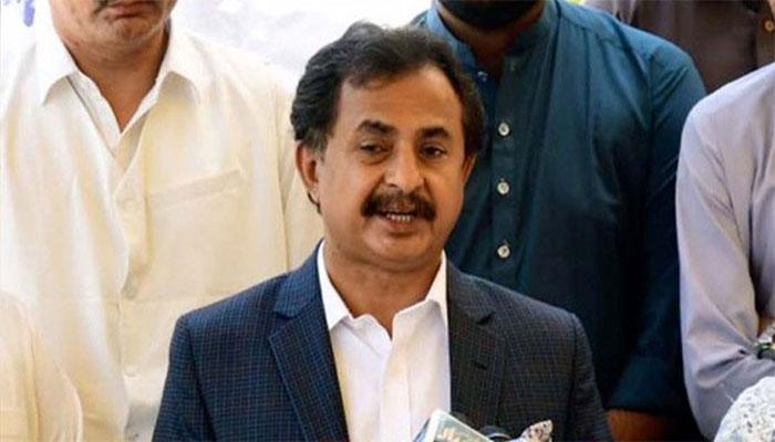 Haleem Adil Sheikh's convoy attacked in Benazirabad
