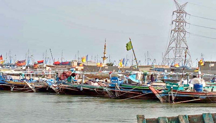 Fishermen protest at Karachi harbour