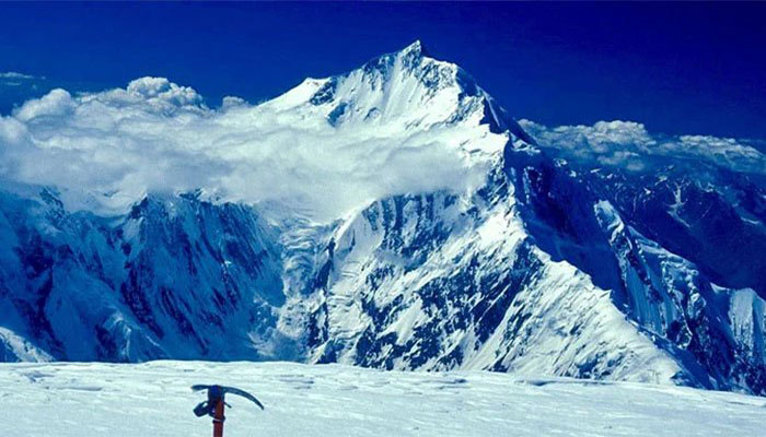 Rescue operation begins for three stranded mountaineers