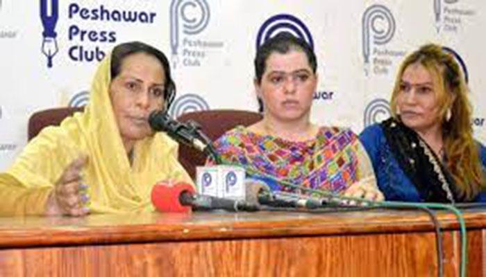 DSP enters Peshawar press club, threatens transgender persons