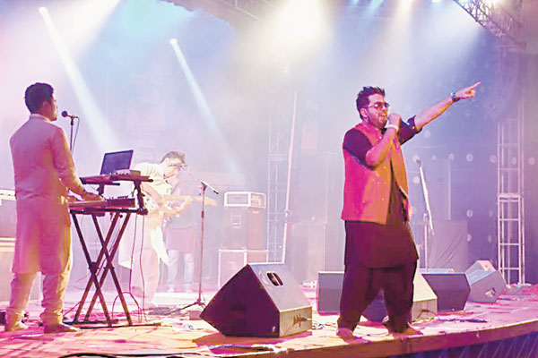 Raeth take center stage in Kolkata and dream of Bollywood