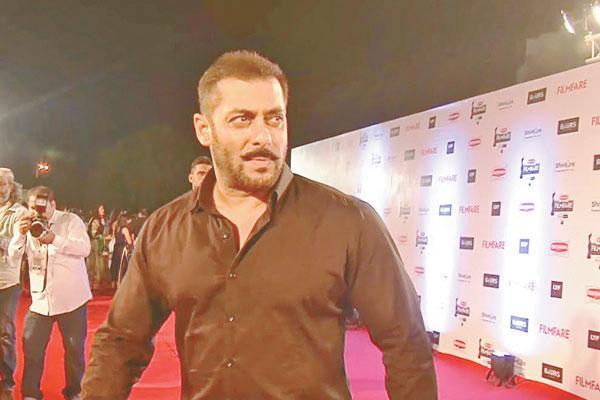 Salman Khan throws his weight behind Pakistani artists