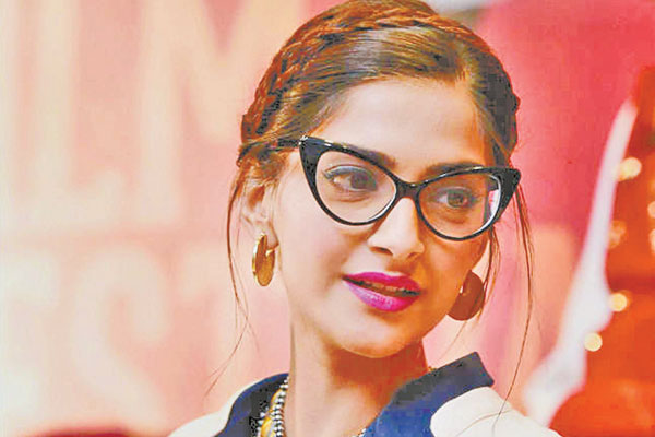Sonam Kapoor admits actresses have tremendous pressure to look flawless