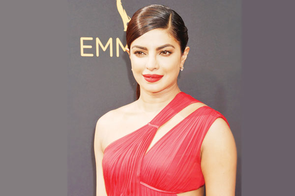 Priyanka makes blink-and-miss appearance in Baywatch