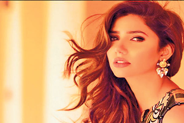 """""""Aasiya is a strong little lady gangsta"""" Mahira talks to her fans on Twitter"""