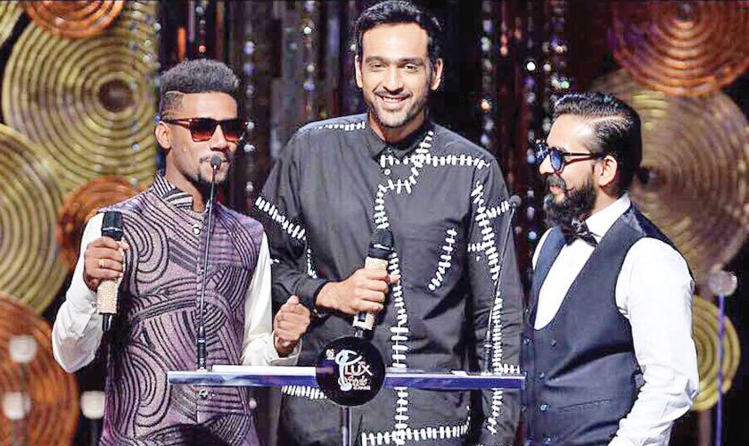 Ali Sethi joined fellow musician(s) Jimmy Khan and Abid Brohi (Patari Tabeer discovery) as presenter during the 2017 edition of the Lux Style Awards