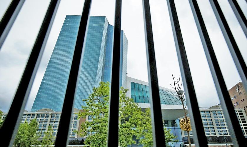 U.S.  stocks flat ahead of central bank summit