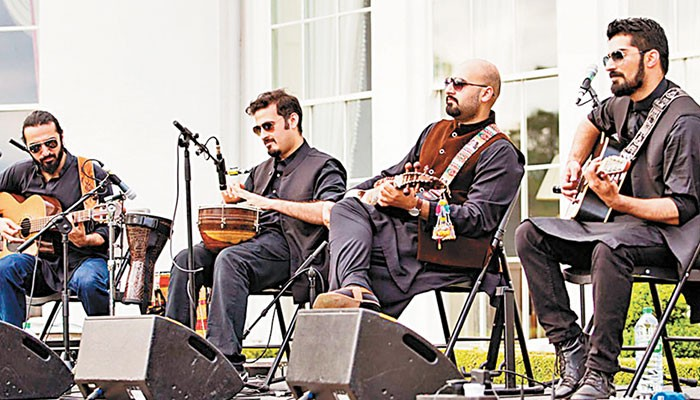 Khumariyaan to play a show at T2F