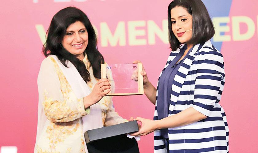 Dr Fouzia Saeed presenting shield to Xenab Ansari on Day 2
