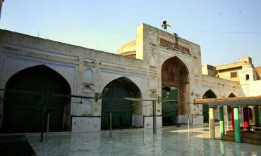 Mariam Zamani Mosque -- a shadow of its past glory