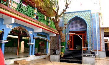 A Hindu dargah