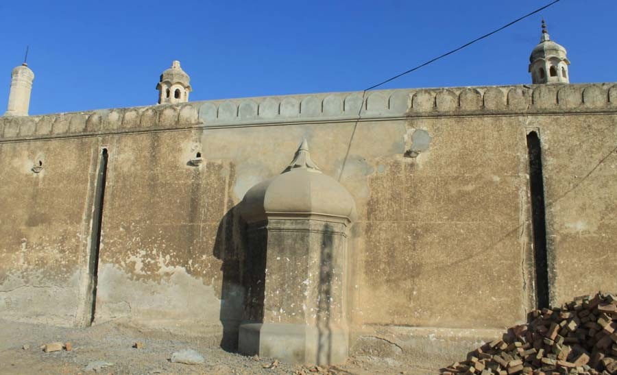 The twin mosques of Omar Khan