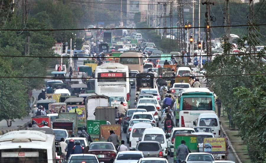 Six highly 'Lahori' habits of drivers