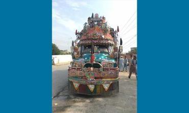 Peshawar's 'rocket' buses becoming history