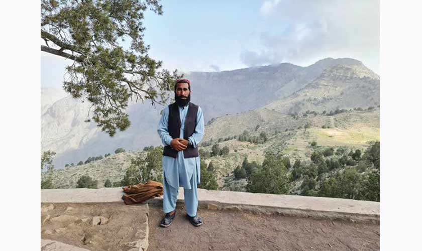 Mira Khan posing in background of Chilgoza Forests.